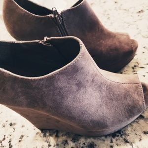 New! Cato brown suede wedge ankle boot